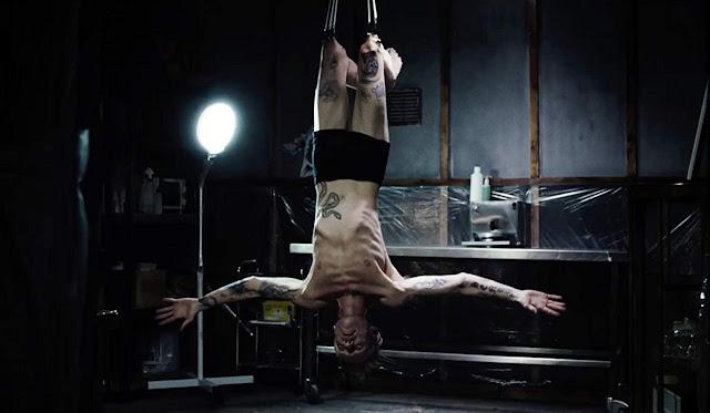 """[Tráiler] Richard Brake se convierte en un tatuador psicópata en """"Perfect Skin"""""""