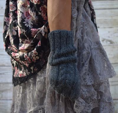 https://www.etsy.com/listing/509398498/knit-fingerless-gloves-alpaca-acrylic?ref=shop_home_active_3