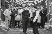 "Кадр из фильма Чарли Чаплина ""Танго-путаница"" (1914) - 15"