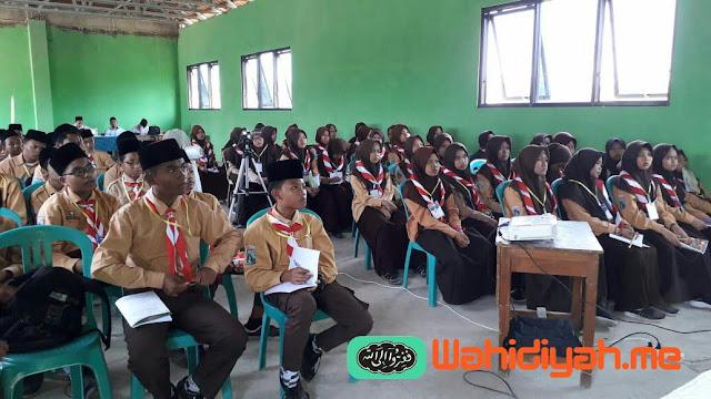 Latihan Dasar Kepemimpinan Siswa di Ponpes Attahzib
