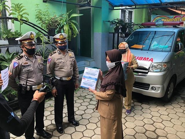 OASE Memberikan Bantuan Ratusan Masker Untuk Petugas Medis di Puskeskamas Ngronggot