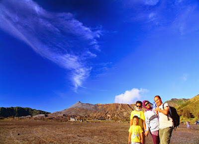 Wefie with smoked Mt. Bromo as background