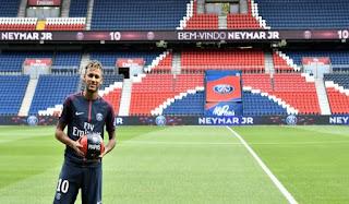 Sesi Perkenalan Neymar di Parc Des Princes