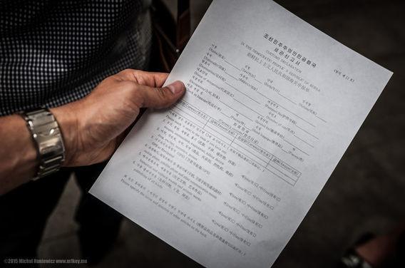 Kamu harus mengisi berbagai macam dokumen untuk masuk ke Korea Utara.