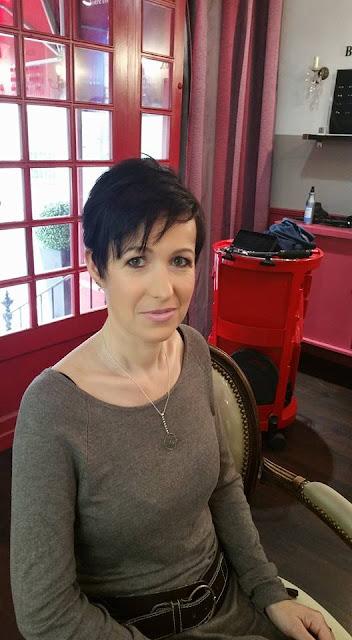 Coiffure et maquillage réalisée par Eddy Brachot-Martin, coiffeur maquilleur au Studio 54 à Montpellier, pour Béatrice, invitée à un mariage.