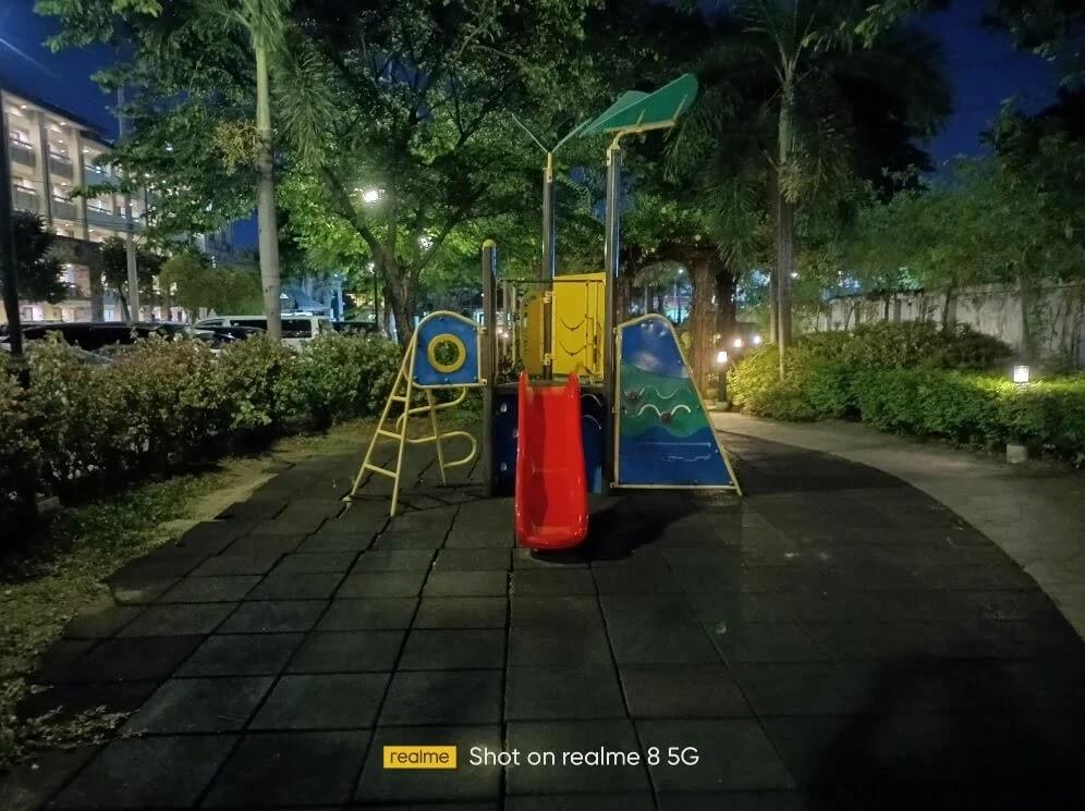realme 8 5G Camera Sample - Night, Slide