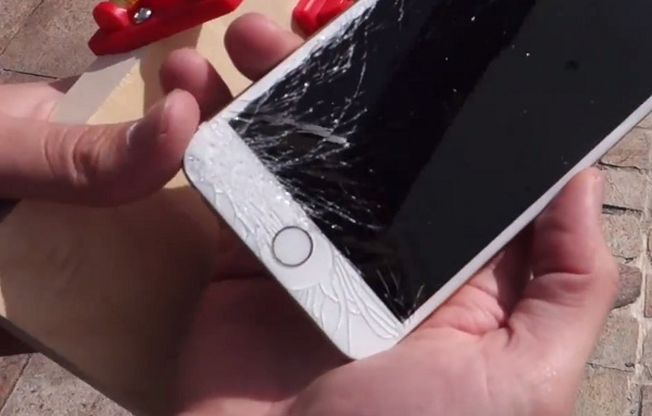 Nứt vỡ là điều khó tránh khỏi khi dùng smartphone