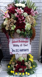 bunga standing pertunangan sidoarjo