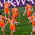 Japão abusa de perder gols, Holanda vence com pênalti no fim e pega Itália nas quartas