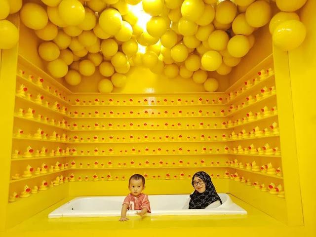 kolam bola terbesar di indonesia