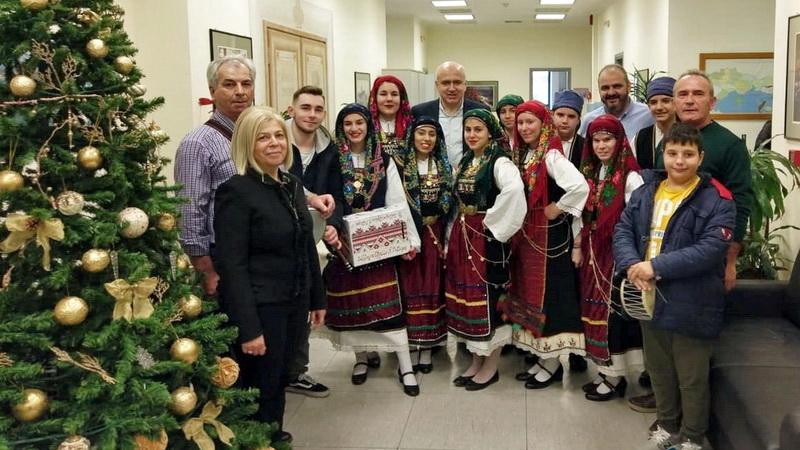 Τα Χριστουγεννιάτικα κάλαντα έψαλαν στον Περιφερειάρχη Αν. Μακεδονίας - Θράκης