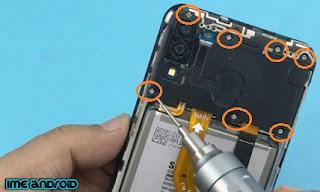 cara mengganti baterai tanam samsung m20