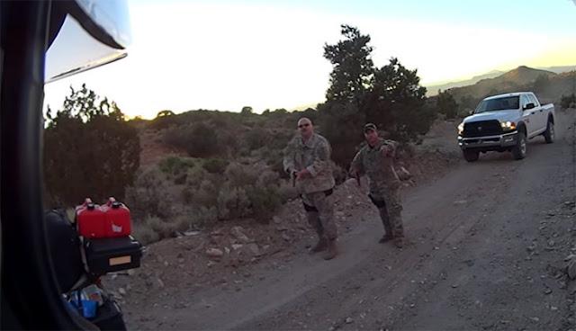 Motociclistas descubren entrada al Área 51 y son detenidos
