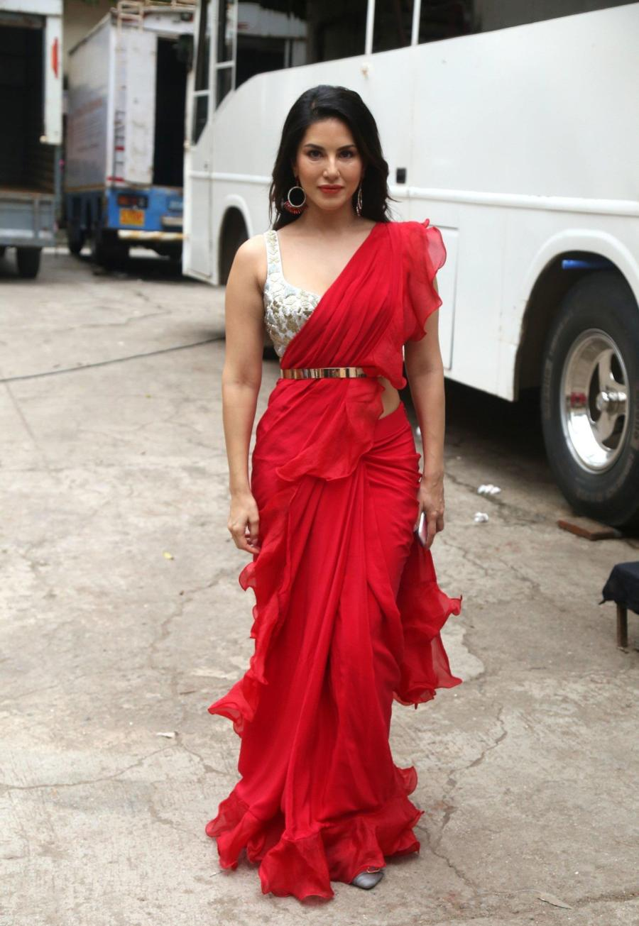 Sunny Leone Spotted At Film City In Hot Red Saree