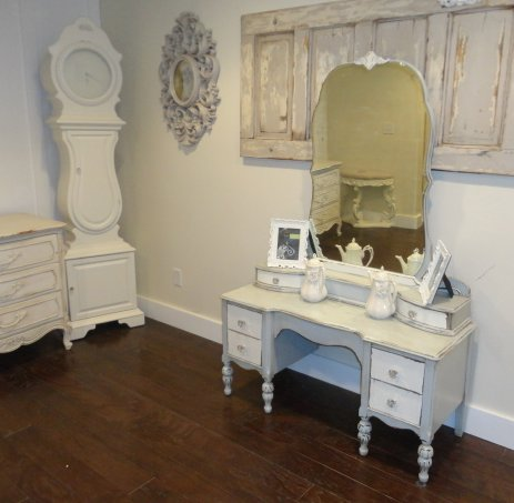 The Painted Chic Design Two Tone Antique Vanity With