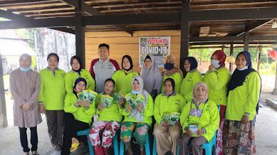 Sumbangkan Gajinya, Kades Padangloang Bagikan Bibit Kangkung dan Sawi ke Warga Secara Gratis