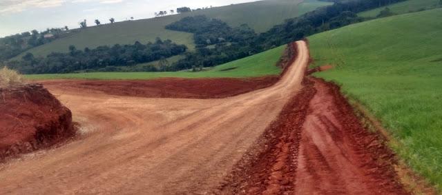 Manoel Ribas: Prefeitura recupera estradas vicinais e beneficia comunidades rurais