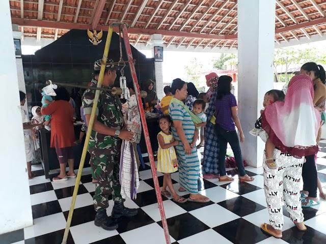 TNI Ajak Masyarakat Desa Ranubedali Aktif ke Posyandu