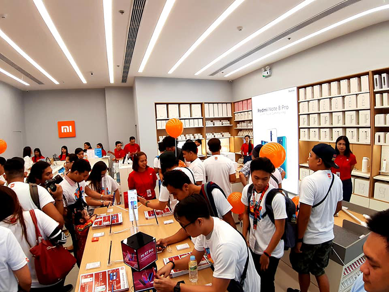 Customers flocked the new Authorized Mi Store in SM City Legaspi