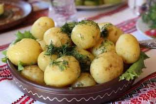 Jus kentang padat gizi dan nutrisi, ia mempunyai berbagai manfaat bagi kesehatan tubuh dan juga kecantikan kulit wajah dan perawatan rambut.