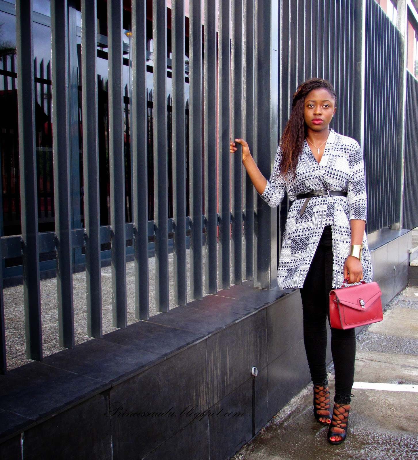 How to style a kimono, summer trend, black and white, monochrome, pop of colour