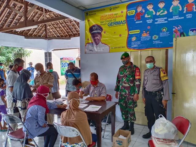 Babinsa Koramil 23/Ceper Kawal Pendistribusian Bantuan Sosial