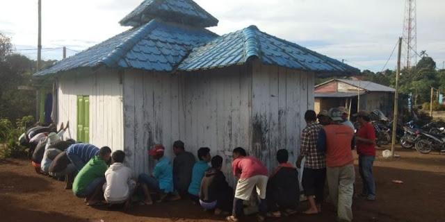 Dibantu Umat Kristen, Umat Islam di Kabupaten Ini Akhirnya Berhasil Bangun Masjid Pertama