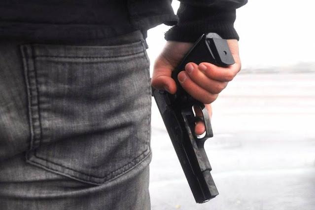 Policiais penais sacam armas e provocam pânico em balneário; ex-presidiário teria feito ameaças