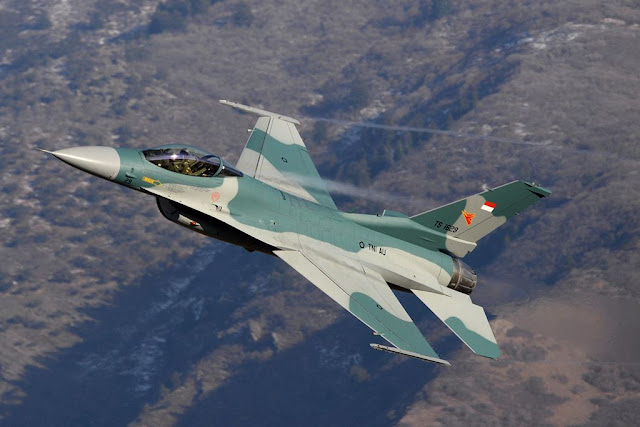 Aviationist USAF delivery F-16 Indonesia