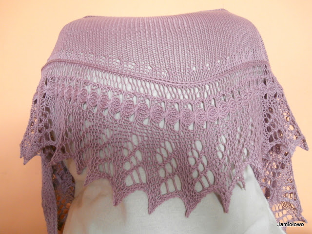 chusta zrobiona jest na drutach