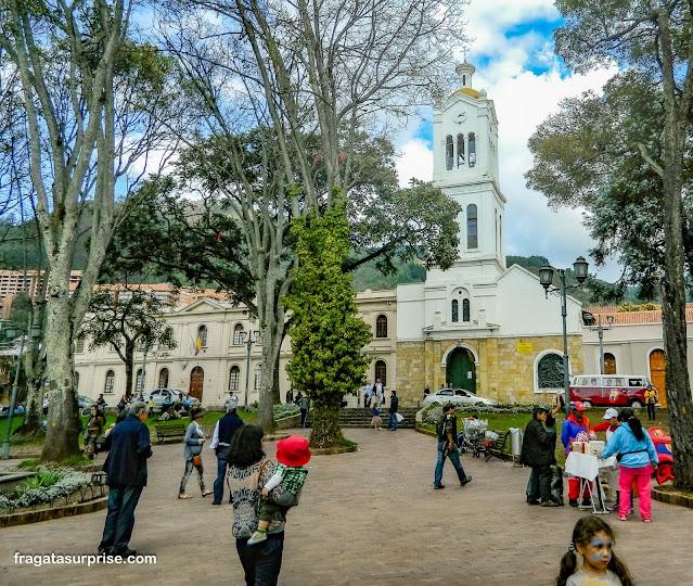 Usaquén, Bogotá: praça principal e Igreja de Santa Bárbara