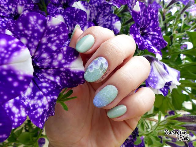 Nail Art - Fleur givrée - One stroke et effet sucre par Nails Arc en Ciel