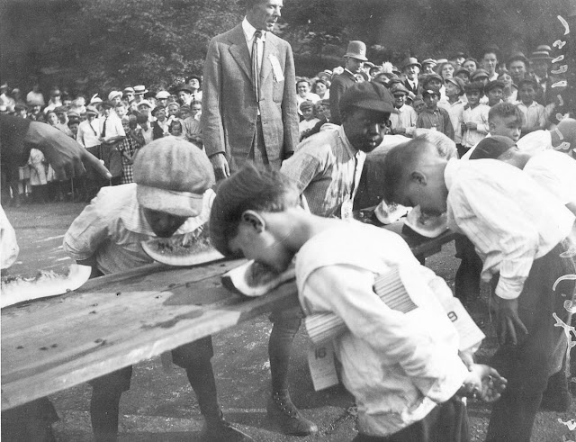 22 Amazing Vintage Photographs That Prove Eating Contests Have Been Popular in the Early 20th Century