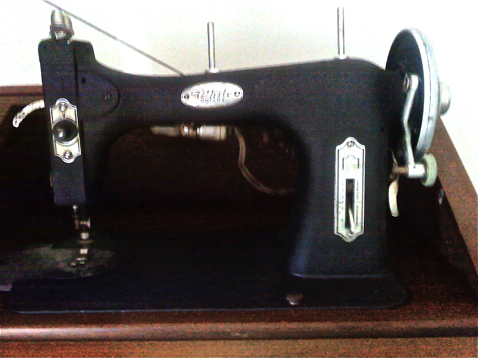 This Is A White Rotary Sewing Machine The Company Was Founded In 1858 Machusetts By Thomas H It As