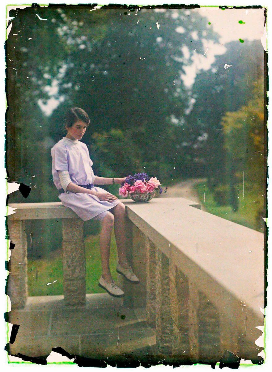 40 Old Color Pictures Show Our World A Century Ago - Autochrome Of A Young Girl, 1910