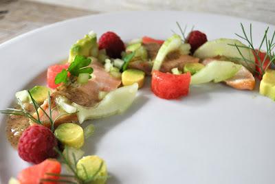 Lachs mit Avocado und Melone