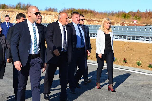 """Премиерът Бойко Борисов откри нов участък от АМ """"Хемус"""""""