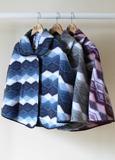Lilly warm sleeveless cape