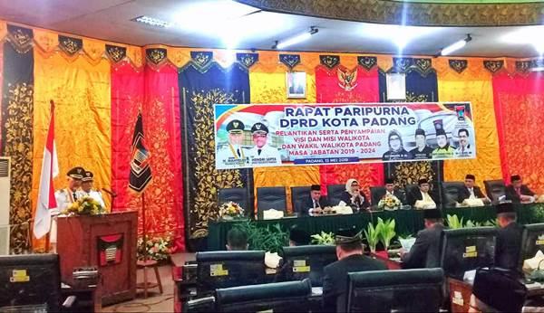 Usai Dilantik Gubernur, Mahyeldi - Hendri Sampaikan Visi Misi Lebih Majukan Kota Padang