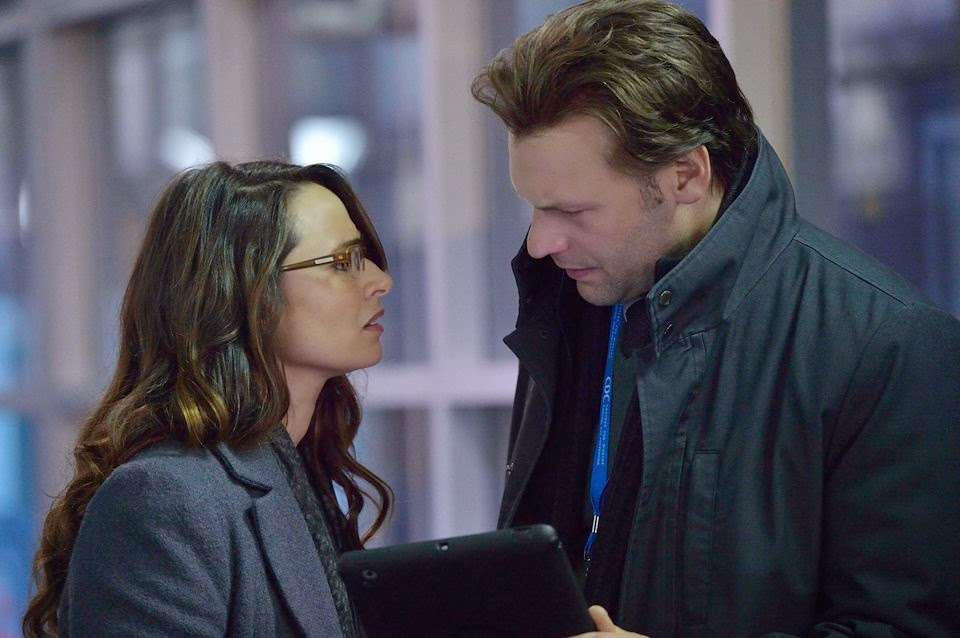 Corey Stoll and Mía Maestro as Dr. Ephraim Goodweather and Dr. Nora Martinez in The Strain Season 1 Episode 1 Night Zero