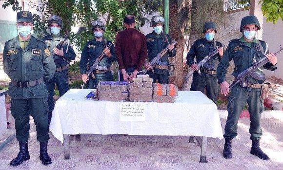 Macroperación antidroga del Ejército argelino incauta más de 1.600 kilos de hachís y detiene a 33 narcotraficantes en la frontera con Marruecos.