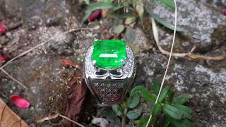 Batu Permata Natural Quartz Rasa Zamrud Columbia QTZ005