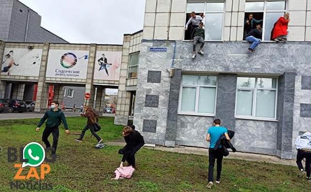 Estudantes pulando de janelas da Faculdade