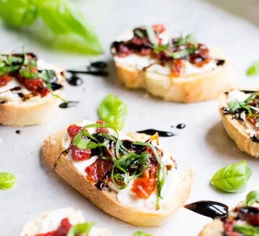 GOAT CHEESE AND SUN-DRIED TOMATO CROSTINI #cheese #vegetarian #tomato #mushroom #easy