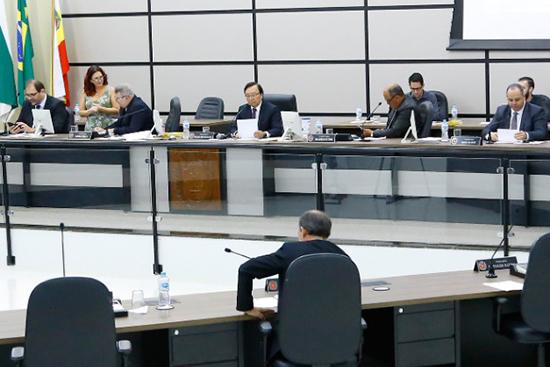Vereadores em sessão ordinária antes da suspensão por conta da covid-19