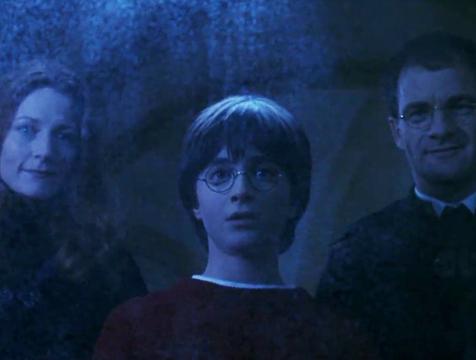 Lily, James y Harry en Harry Potter y la piedra filosofal - Cine de Escritor
