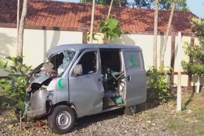 Kecelakaan Ambulans Pembawa Jenazah DiBrebes 2 Orang Tewas