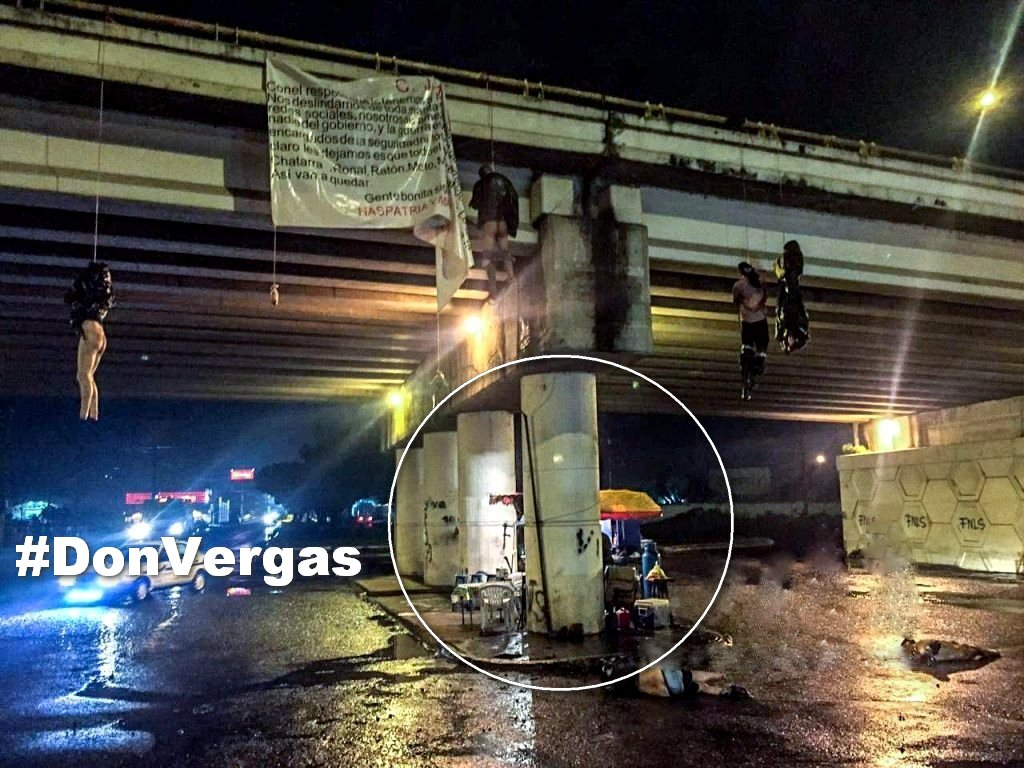 En Michoacan un Puesto De Hamburguesas Abierto Con Cadáveres Colgando