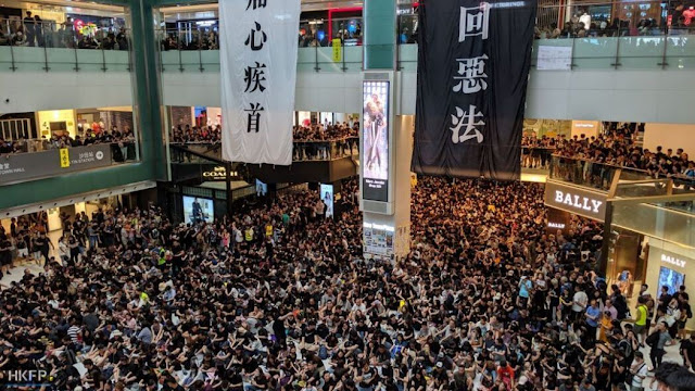 Hong Kong protest Life is out of the track, Rs 90 lakh reward for throwing the Chinese flag in a sea