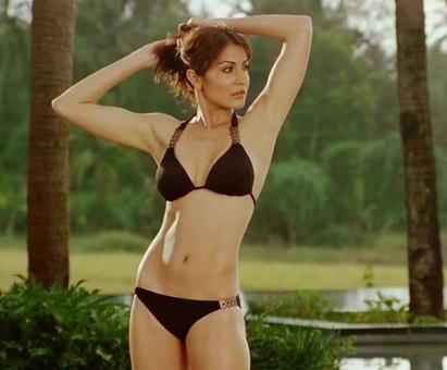 Anushka Sharma sexy figure, Anushka Sharma in tight dress, Anushka Sharma hottest photos in bikini